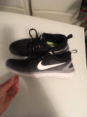 Nike Free distance 2
