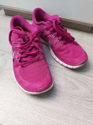 Nike Free farbenfroh durch den Sommer