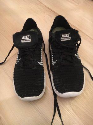 Nike Free RN Flyknit Schwarz Weiß
