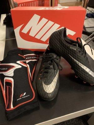 Nike Fußballschuhe + Schienbeinschoner von Pro Touch Neu
