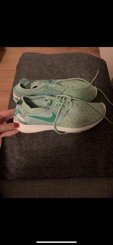 Nike-grün