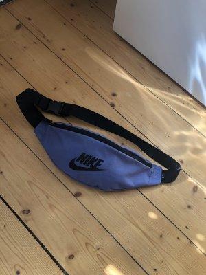 Nike Gürteltasche in violett