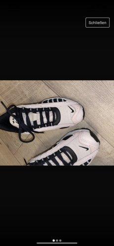 Nike Haifisch