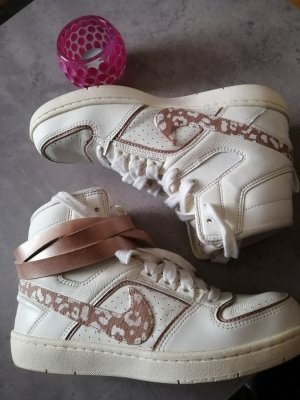 Nike High Top Leopardenmuster