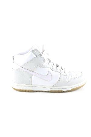 Nike Zapatillas altas blanco-gris claro look casual