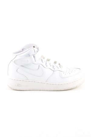 Nike High Top Sneaker white casual look