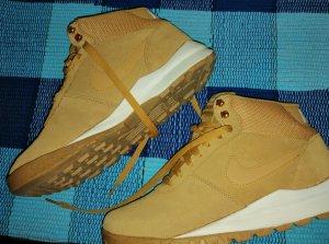 Nike Sneaker stringata sabbia-color cammello Scamosciato