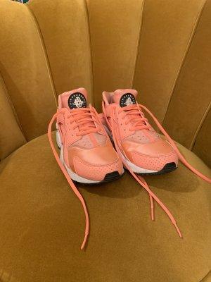 Nike Huarache apricot
