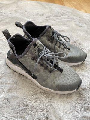 Nike Huarache grau/schwarz 37,5