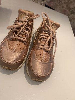 Nike Hurache in Rosegold
