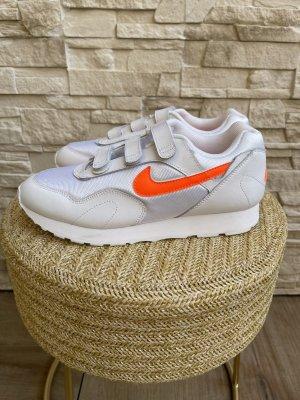 Nike Sneaker con strappi bianco-arancio neon