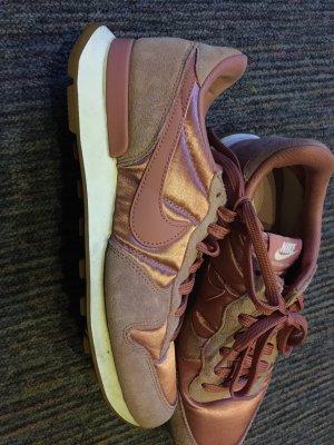 Nike in Rosa