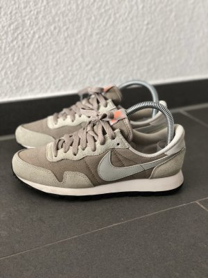 Nike Internationalist 38 Sneaker