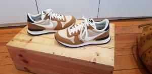 Nike Internationalist 39