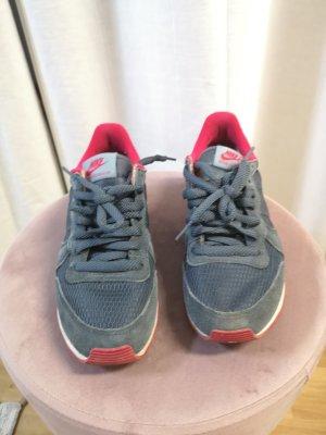 Nike internationalist in Gr. 36.5 zu verkaufen.