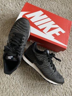 Nike Internationalist KJCRD schwarz 38,5