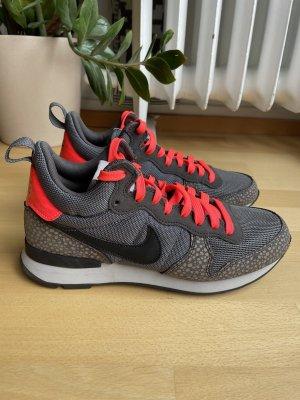 Nike Internationalist Mid Gr 39