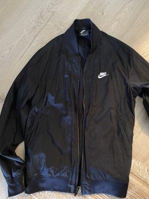 Nike Jacke neu in Größe m