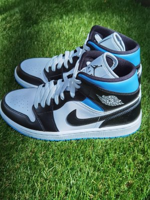 Nike Jordan 1 Mid University Blue