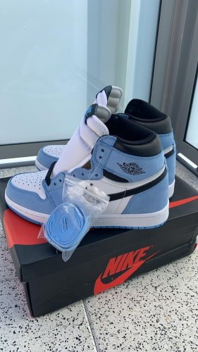 Nike Jordan 1 University Blue