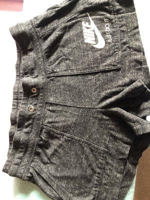 Nike kurze Hose, grau, Größe S/36