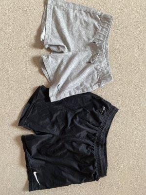 Nike Kurze Sporthosen