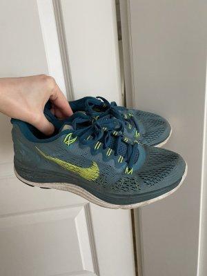 Nike Laufschuhe Gr 39