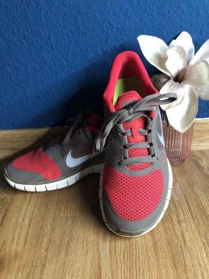 Nike Laufschuhe Rot