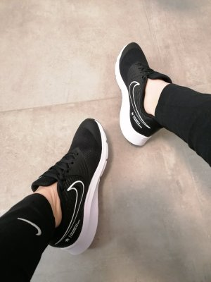 Nike Leder/Textil Sneaker schwarz 39