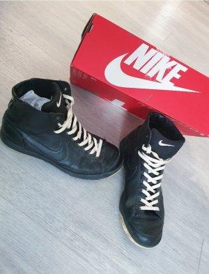 Nike Ledersneaker in 39