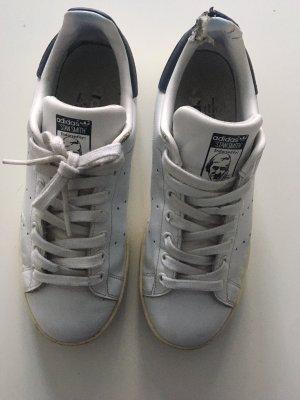 Nike linker Schuhe beschädigt