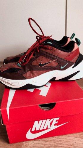 Nike Basket à lacet noir-rouge foncé