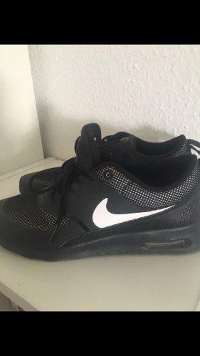 Nike Max Thera