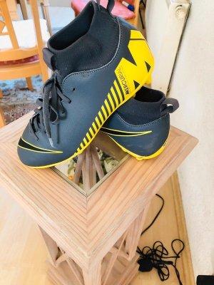 Nike Mercurial Fußballschuhe Kickschuhe Stollenschuhe Gr. 38,5 neuwertig