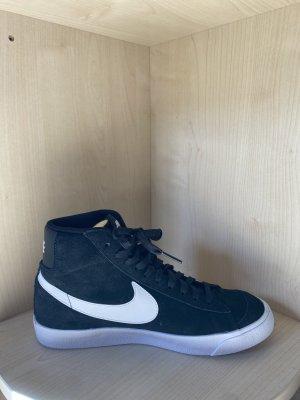 Nike Mid 77