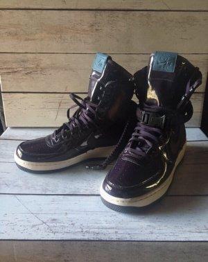 Nike — Neu —