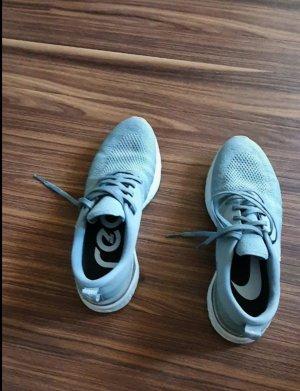 Nike odyssey react flyknit 2 grau grün