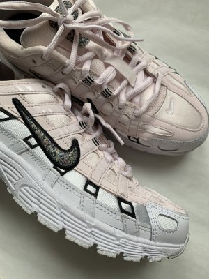 Nike Lace-Up Sneaker light pink-white