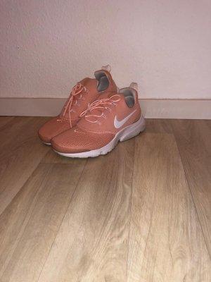 Nike Presto Fly rosa/lachs