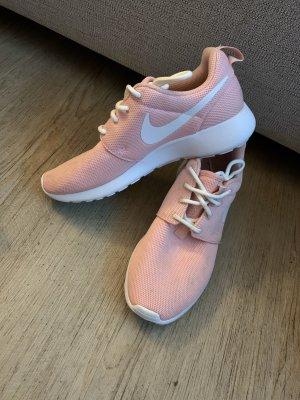 Nike Basket à lacet rosé