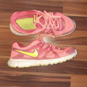 Nike Revolution 2