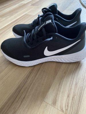 Nike Revolution, neu