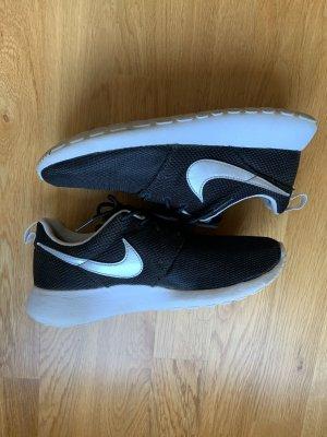 Nike Zapatilla brogue color plata-negro