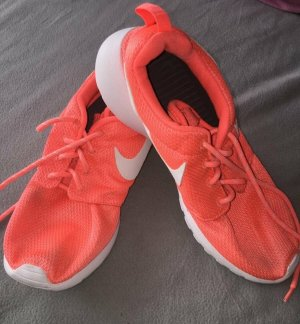 Nike Chaussures à lacets orange fluo-saumon