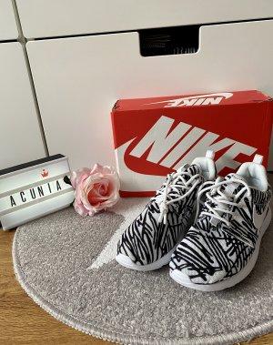 Nike Roshe One schwarz weiß Größe 37,5