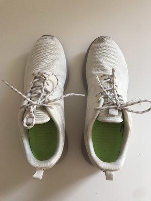 Nike roshe one white platinum