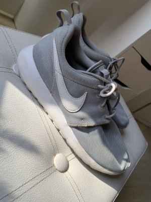 Nike Lace-Up Sneaker white-light grey