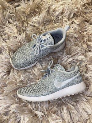 Nike Roshe Run Flyknit
