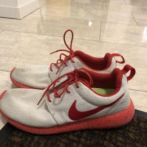 Nike Roshe Run Gr. 39 Neu