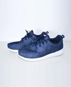 Nike Roshe Run One Flyknit Sneaker